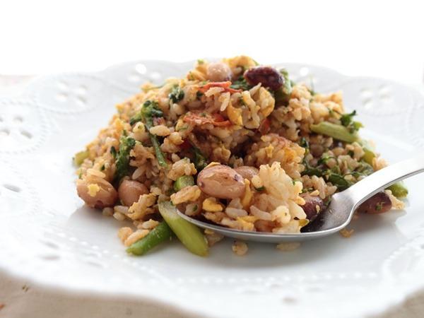冷ご飯でおひとり様ランチ♪豆と野菜のたっぷり炒飯