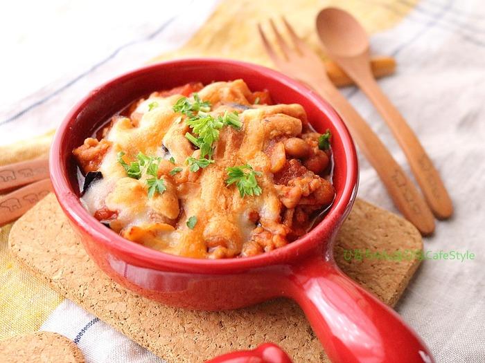 大豆の入ったミート茄子のチーズ焼き
