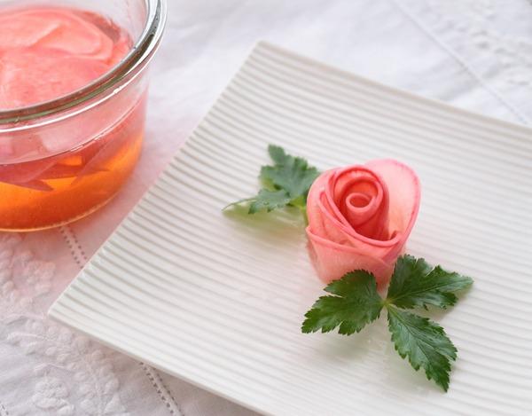 紅芯大根のバラのお漬物・横_1600
