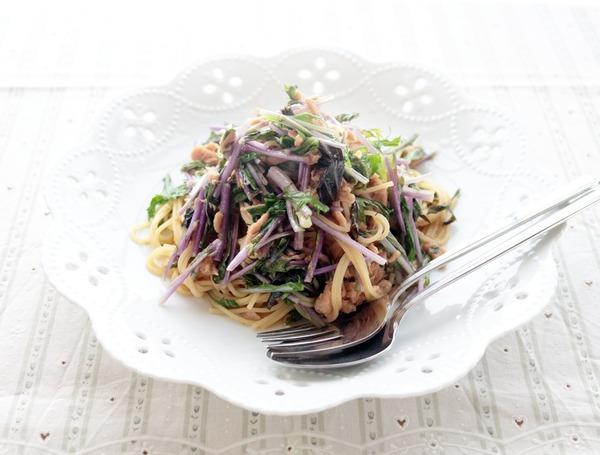 赤水菜とツナの和風パスタ・横斜俯瞰2_1000