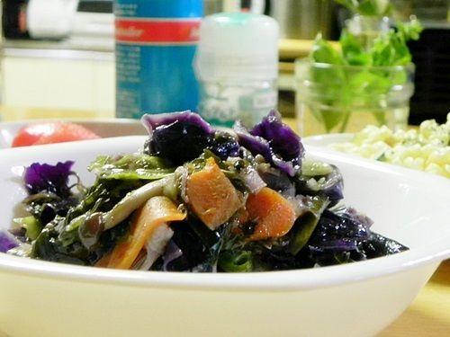 【無水料理】紫キャベツとしめじとわかめの蒸し煮 ~はじめてのバーミキュラ~