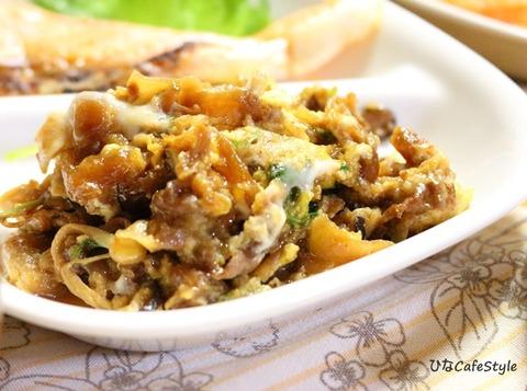 牛肉と白菜などの炒め煮の卵とじアップ
