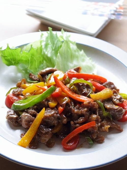 牛肉とパプリカのカラフルオイマヨ炒め
