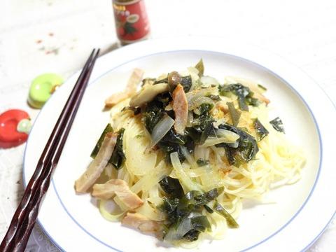 わかめとしめじ。お箸で食べる和風パスタ