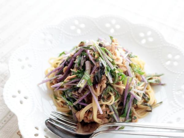 和風味です「ツナと赤水菜の春パスタ」。とうとう今日で2月も終わりですね