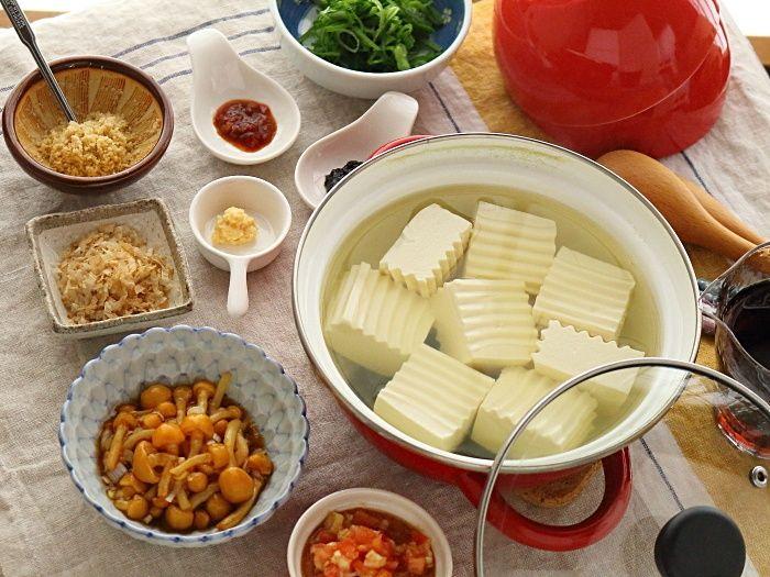 湯豆腐レシピ5選!「え、今日も湯豆腐?」なんて言わせない! 食べ応え満点湯豆腐レシピ