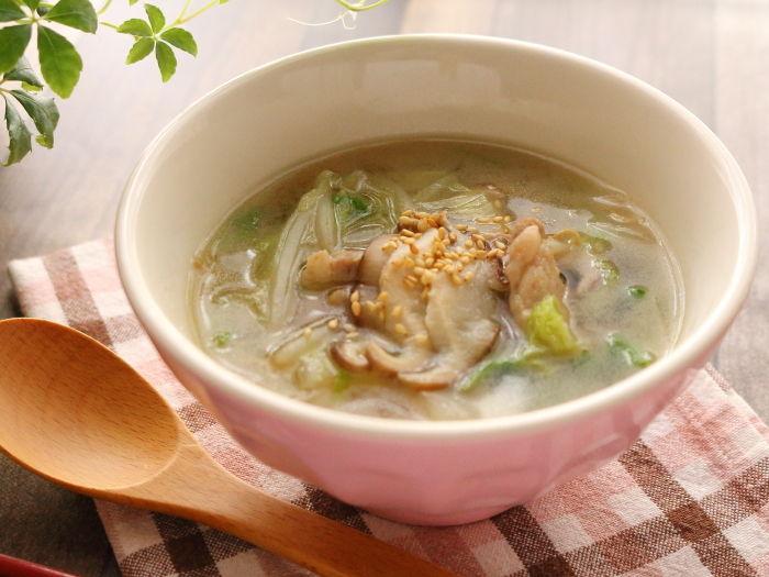 塩ラーメンみたいな白菜の食べるスープ☆麺も足したくなるかもよ?