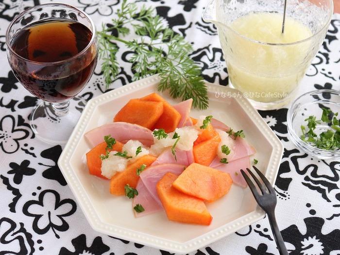 柿とハムのサラダ(すりおろし玉ねぎドレッシング添え)