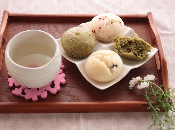 同じ蒸しパンでも昨日とは違うレシピ。「ひなまつりカラーの3色蒸しパン」&小春ちゃんのレシピ本発売ですょ(*´▽`*)