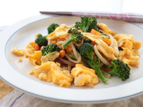 「ふんわり卵と野菜のオイスターソース炒め」卵を加えて副菜からメインへランクアップ!
