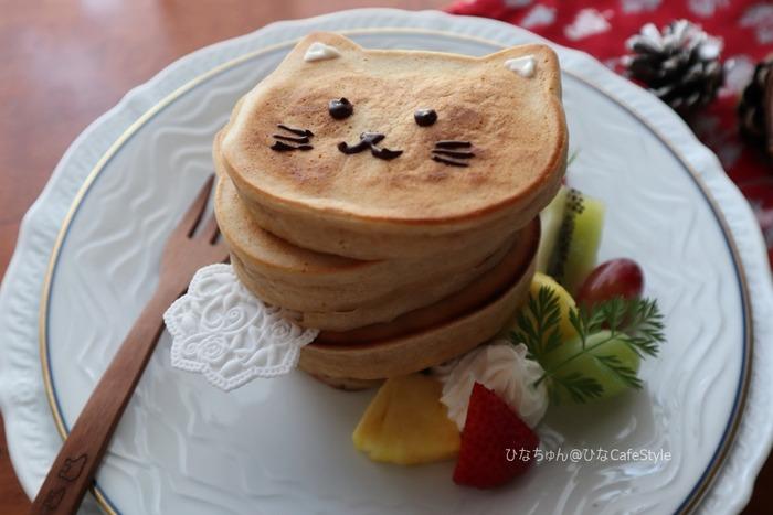 100均の型で作る猫タワーのパンケーキ☆クリスマスっぽくないけども。