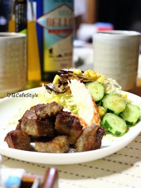 サイコロステーキ&サラダ