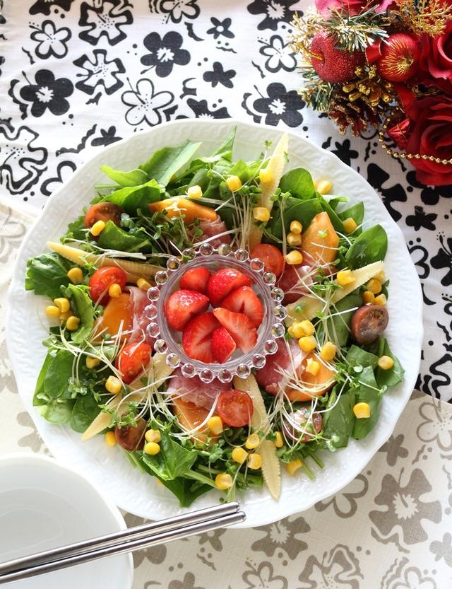 柿と生ハムのリーフサラダ☆クリスマスでも記念日でも♪普段からこのくらい野菜を食べたいな
