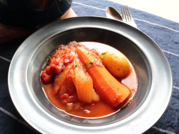 野菜もごろっと!ハンバーグのトマト煮込み1