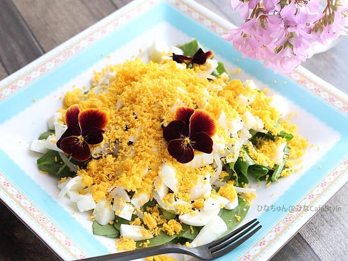 サラダほうれん草ともやしのミモザサラダ☆もやしだって春爛漫サラダに早変わり!