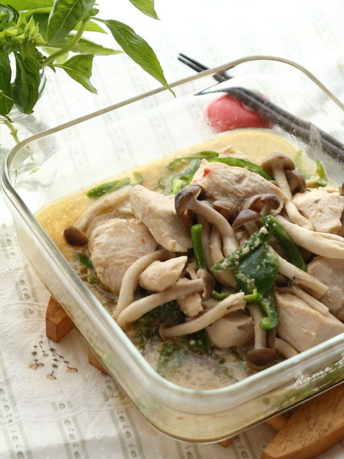 鶏肉とピーマンしめじのマヨポン煮