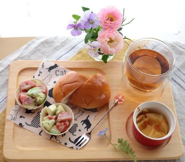 【スパイス大使】器も食べちゃうアボカドとトマトのまるごとサラダ