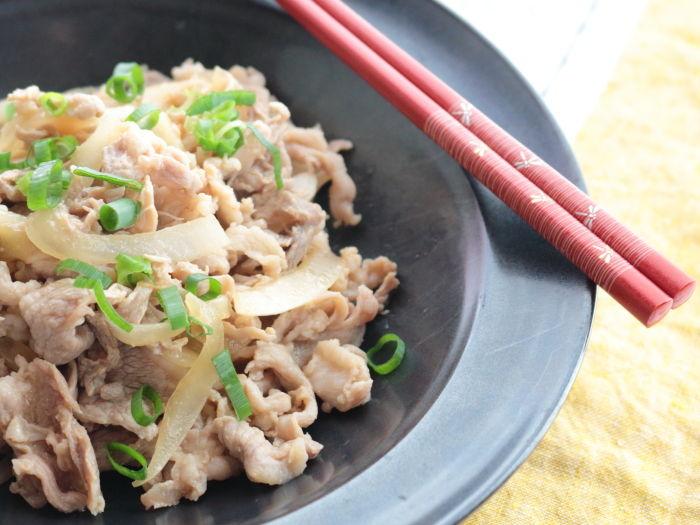節約食材でも大丈夫!「豚こま肉の梅肉炒め」雨の日だからこそさっぱりした味付けで。
