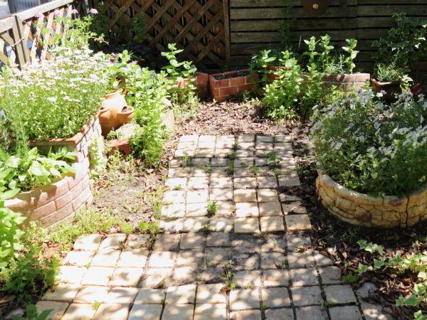 レンガの庭