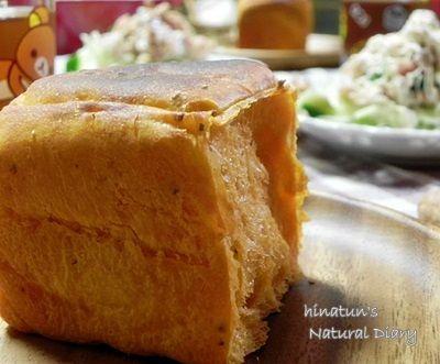 トマトとバジルのパン