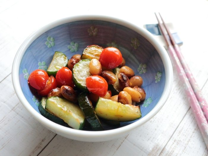 フライパンでささっと作る、お豆の入ったきゅうりとミニトマトの揚げ焼き☆夏野菜万歳レシピ♪