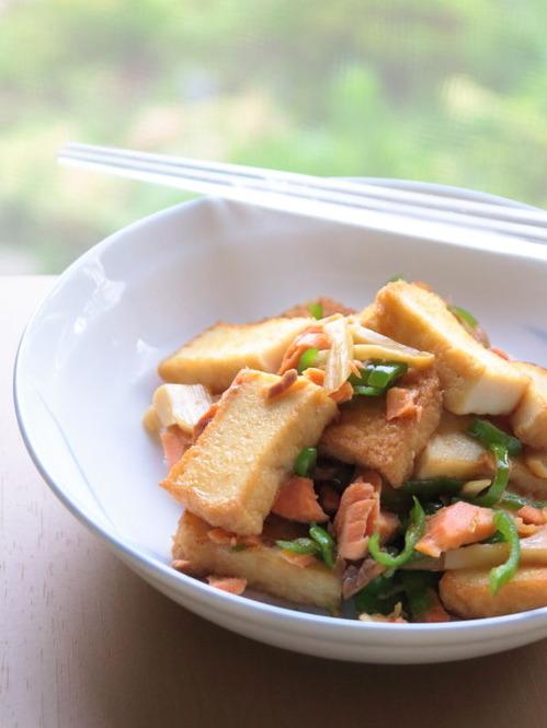 厚揚げと焼き鮭の炒め物