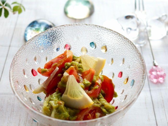 トマトとアボカドのレモンサラダ【スパイス大使】☆スパイス香るちょっと大人なサラダです