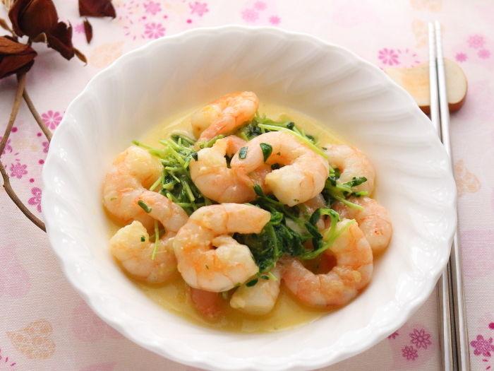 海老と豆苗の野菜だし炒め(チーズ風味)☆やさしい味わいが決めて♡