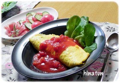トマトソースがけオムライス