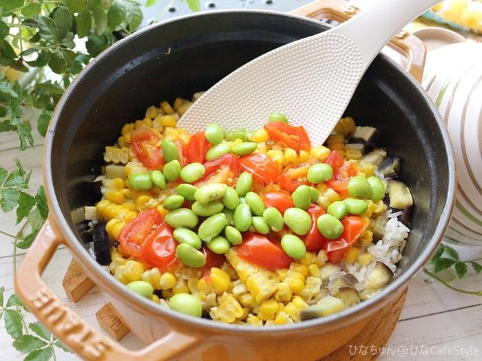 夏野菜たっぷり!具沢山な洋風炊き込みごはん
