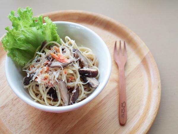 海と山の絶品を味わう!蟹としいたけのパスタサラダ。旨みたっぷり!宮崎県産の乾しいたけを使っています