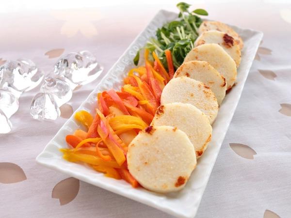 長芋のマヨネーズ焼きとカラフルサラダ。温かいのも冷たいのもどっちもお勧め!そしてようやくムスカリが顔を出しました♡