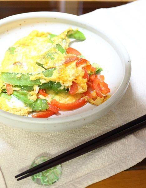 絹さやとパプリカ 夏野菜の卵とじ
