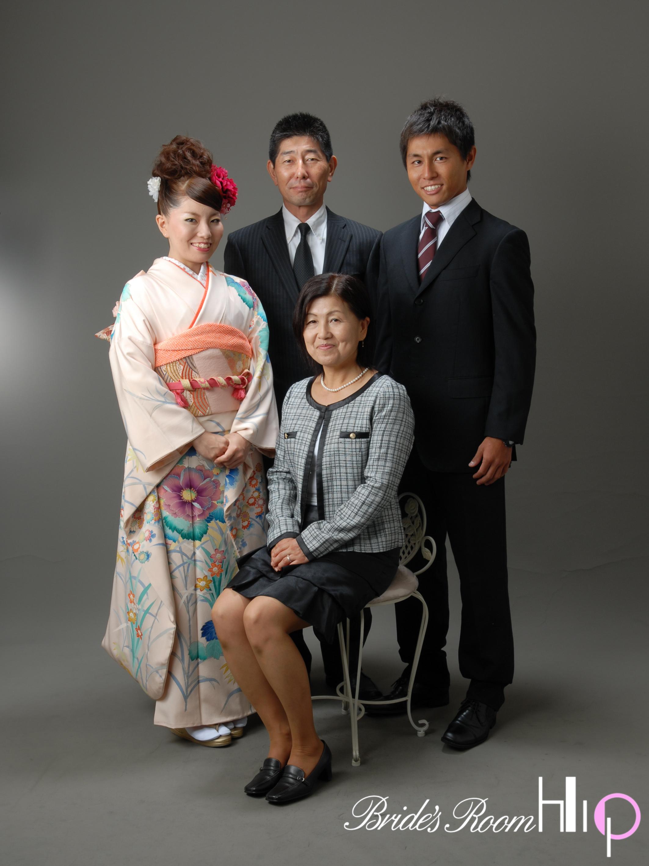 成人式の前撮りで家族写真は撮るべき?母親の服装は?父親は? | 日々のお役立ち情報館