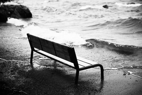 嵐のベンチ
