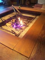 囲炉裏に火がつきました