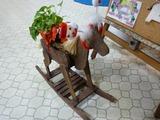 クリスマス仕様の木馬