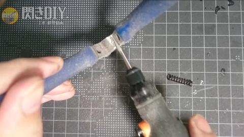 細い刃先の電動やすり