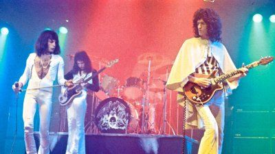 564B8E10-queen-brian-may-and-