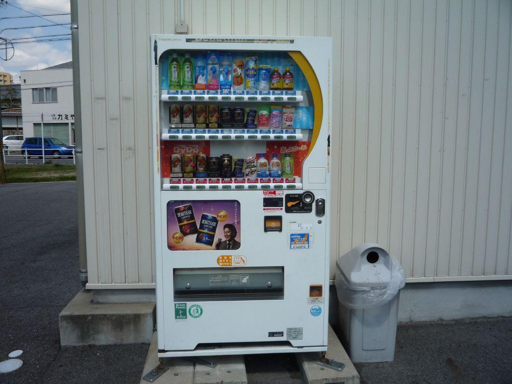 P1150693 住んでいる場所の近くにあるダイドードリンコの自販機に、「グレープソーダゼ...