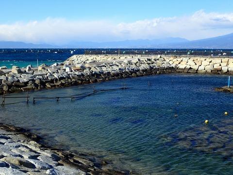 らららサンビーチのヘッドランドが波を遮る