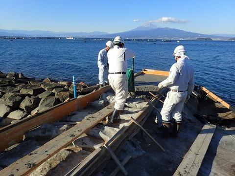 浮き桟橋設置の前工事@平沢マリンセンター (2)