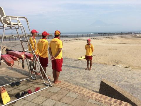 ラららサンビーチのライフガード朝礼