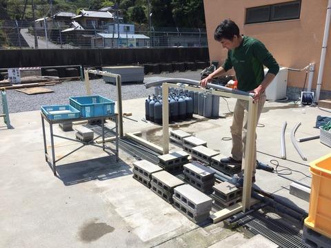 器材洗い水槽設置作業