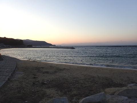 西よりの風が強い時の平沢ビーチとらららサンビーチ (2)