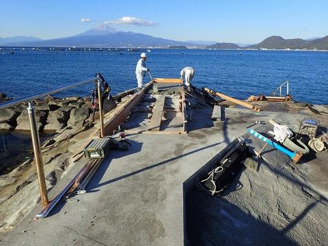 浮き桟橋設置の前工事@平沢マリンセンター (1)