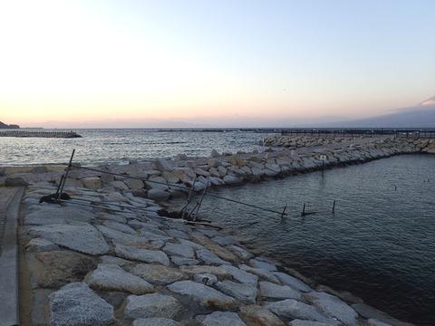 西よりの風が強い時の平沢ビーチとらららサンビーチ (1)