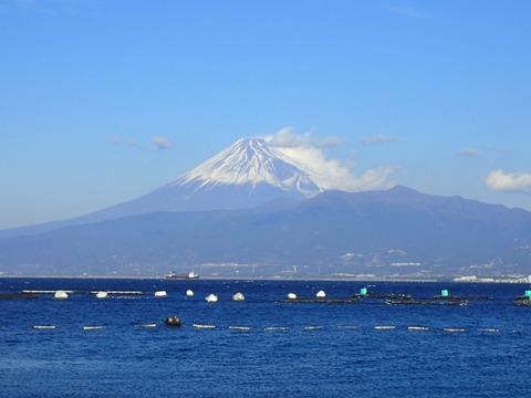 強風で富士山も大荒れ@らららサンビーチ