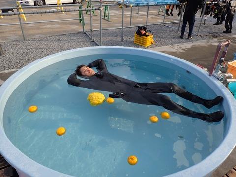 大ちゃん柚子風呂でウトウト@平沢マリンセンター