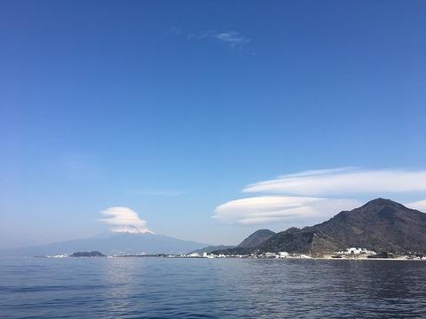 富士山には見事な傘雲@淡島
